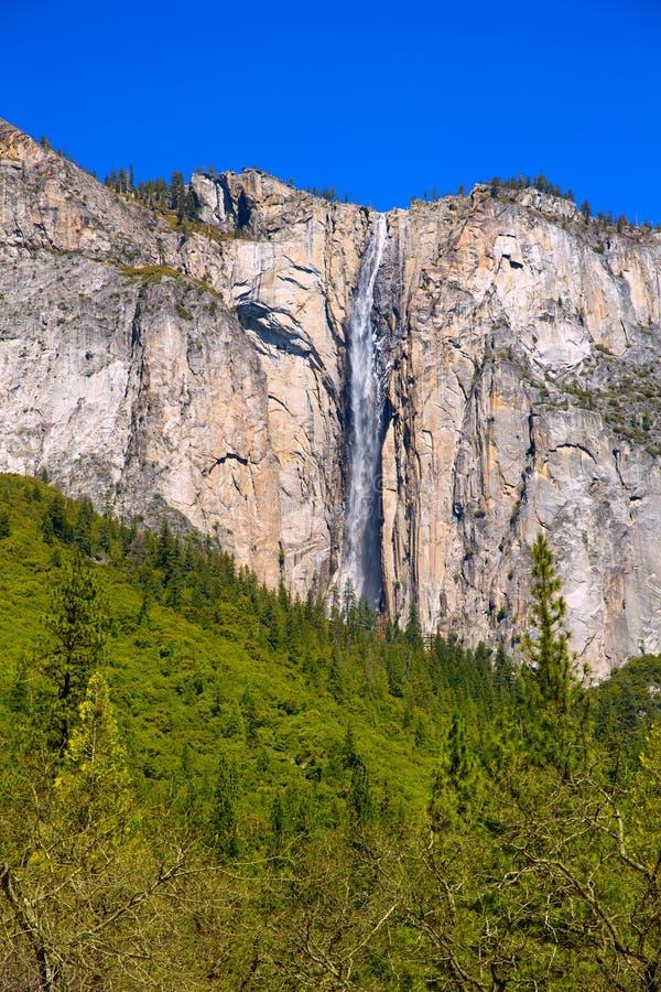Водопад весной Калифорния падения Horsetail Yosemite стоковое изображение