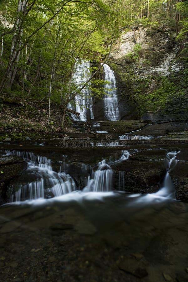 Водопад - вылижите каньон ручейка - парк Sweedler - Ithaca, Нью-Йорк стоковые фото