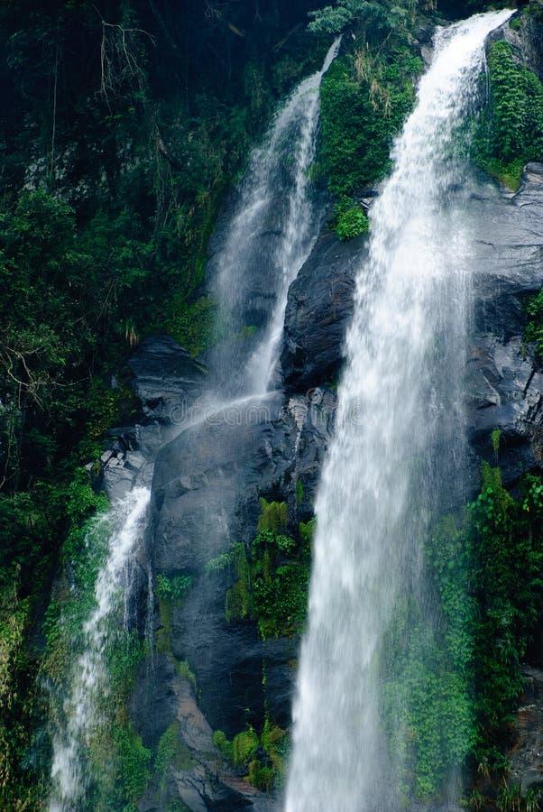 Водопад в районе Wulai стоковое фото rf