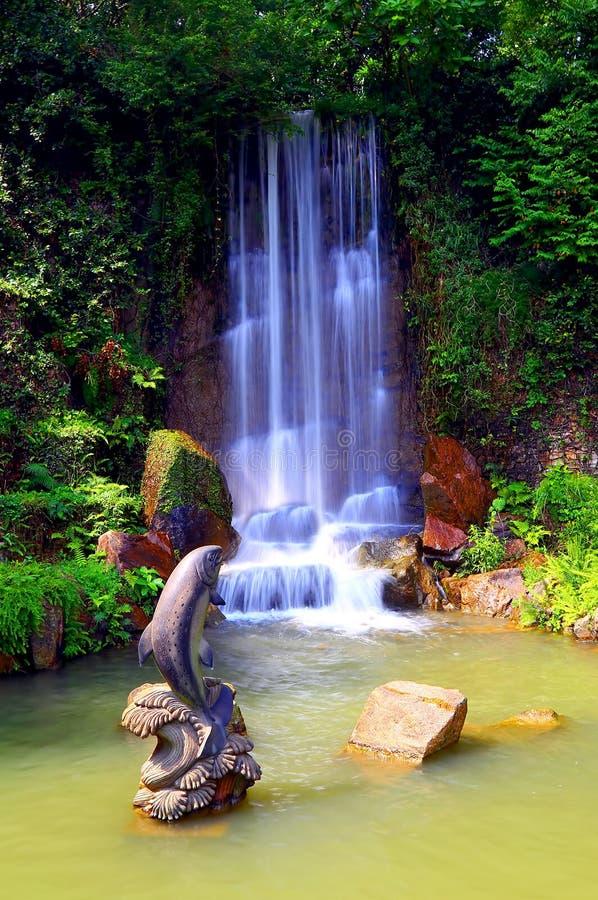 Водопад в саде Дзэн стоковое изображение rf