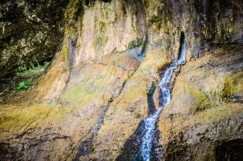 Водопад в утесе в каньоне Chegem стоковое изображение rf