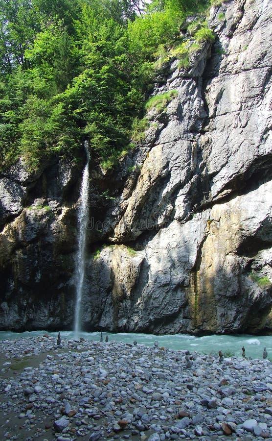 Водопад в ущелье Aareschlucht стоковые изображения rf