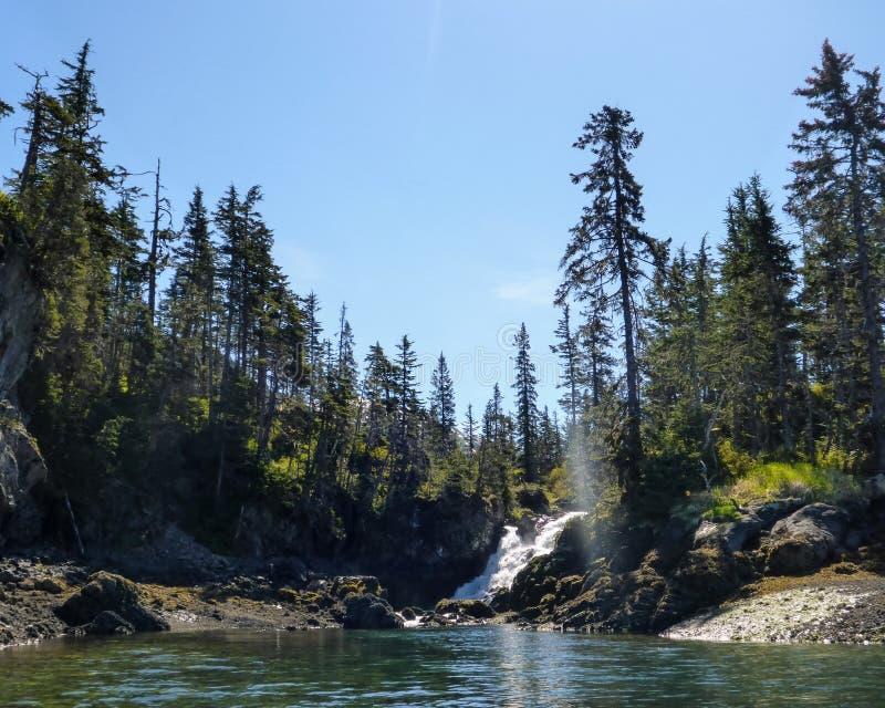 Водопад в Prince William Sound стоковые изображения