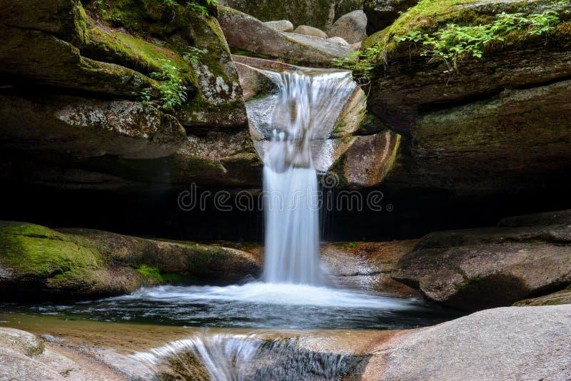 Водопад на падениях Sabbaday, Линкольн Нью-Гэмпшир стоковое изображение rf