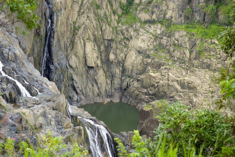 Водопад на ущелье Barron в тропическом тропическом лесе, Австралии стоковая фотография rf
