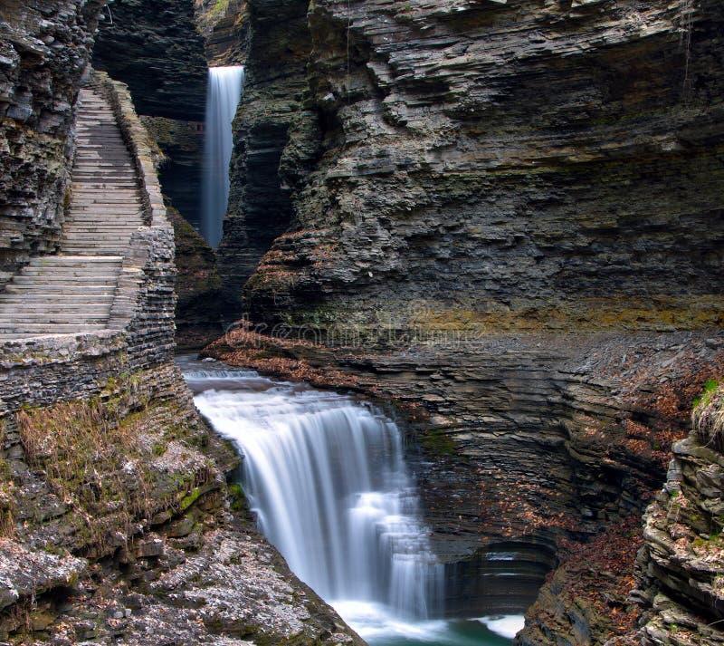Водопады Cavern в парке штата Watkins Глена стоковое фото rf
