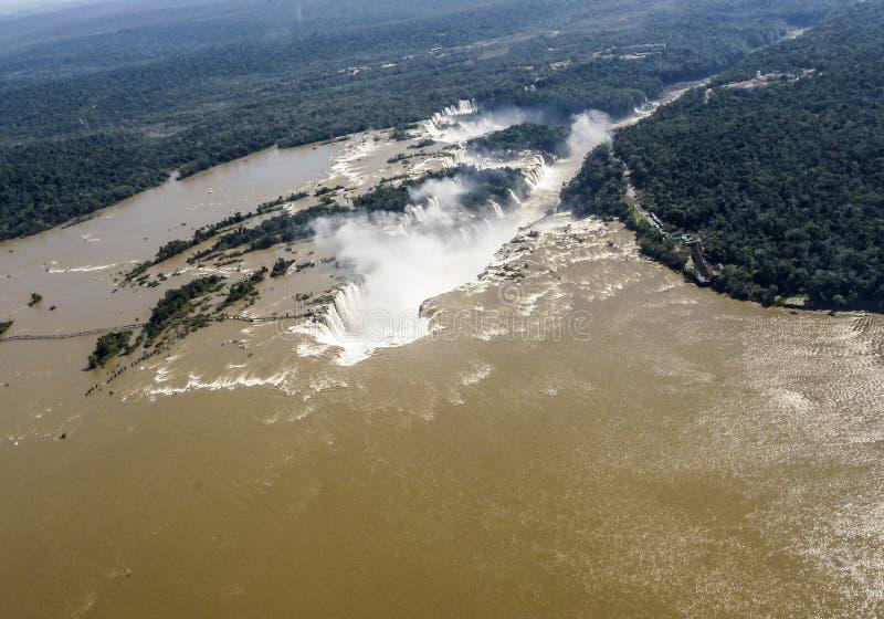 Водопады Iguazu от вертолета Граница Бразилии и Argentin стоковые изображения