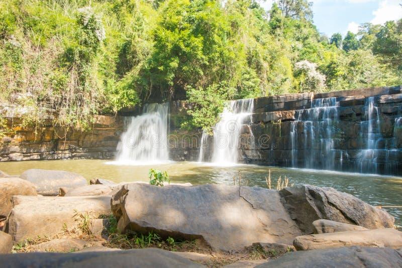 Водопад dit Si в национальном парке kho khao стоковая фотография rf