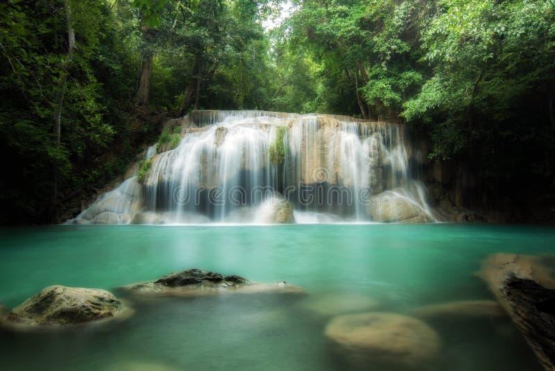 Водопад Erawan красивый лес водопада весной в Ka стоковое изображение