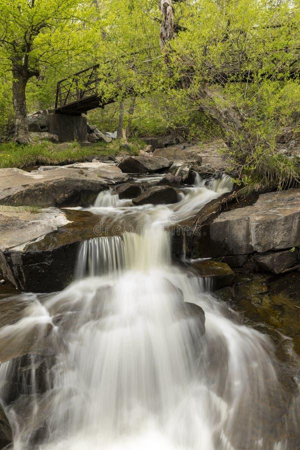 Водопад & Footbridge заводи Miller стоковые фотографии rf