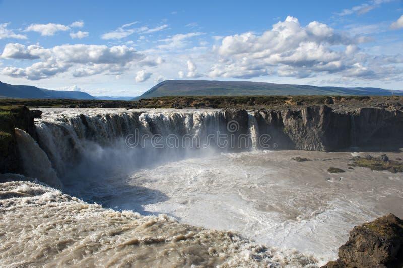 Водопад Godafoss с солнечным голубым небом, Исландией стоковая фотография