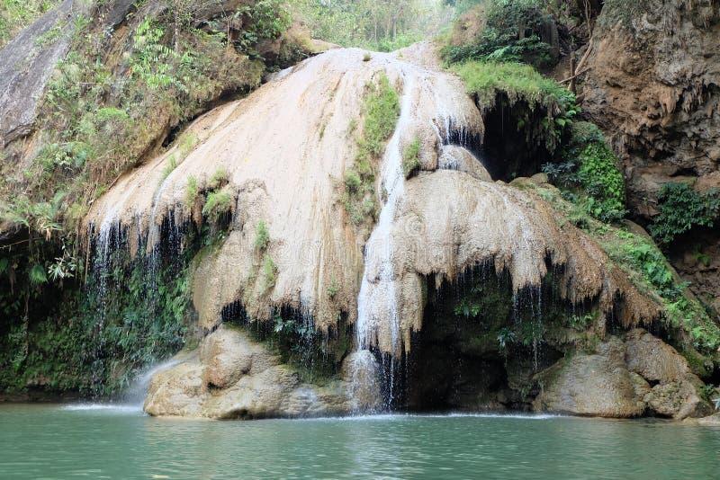 Водопад Kor-Luang стоковое фото