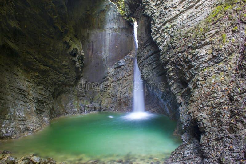 Водопад Kozjak в Kobarid, Джулиане Альпах в Sloven стоковые изображения rf