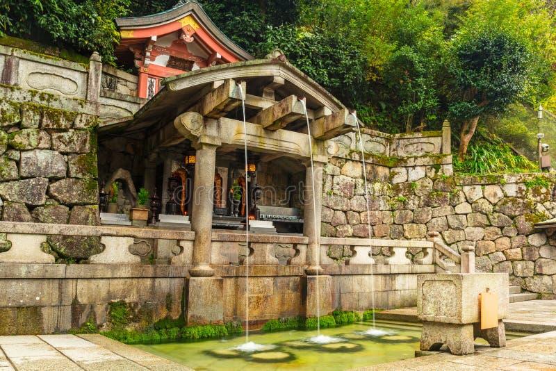 Водопад Otowa на виске Kiyomizu-dera в Киото стоковые изображения rf