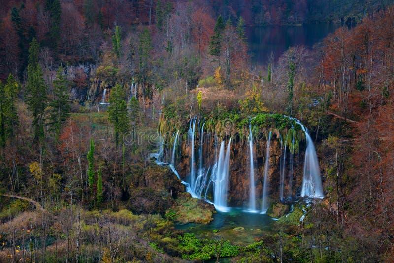 Водопад Plitvice в осени стоковая фотография