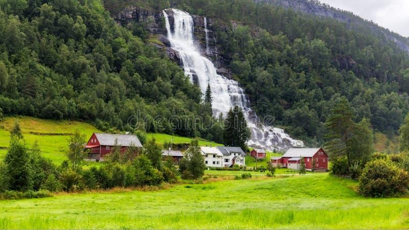 Водопад Tvindefossen в Норвегии стоковое фото rf