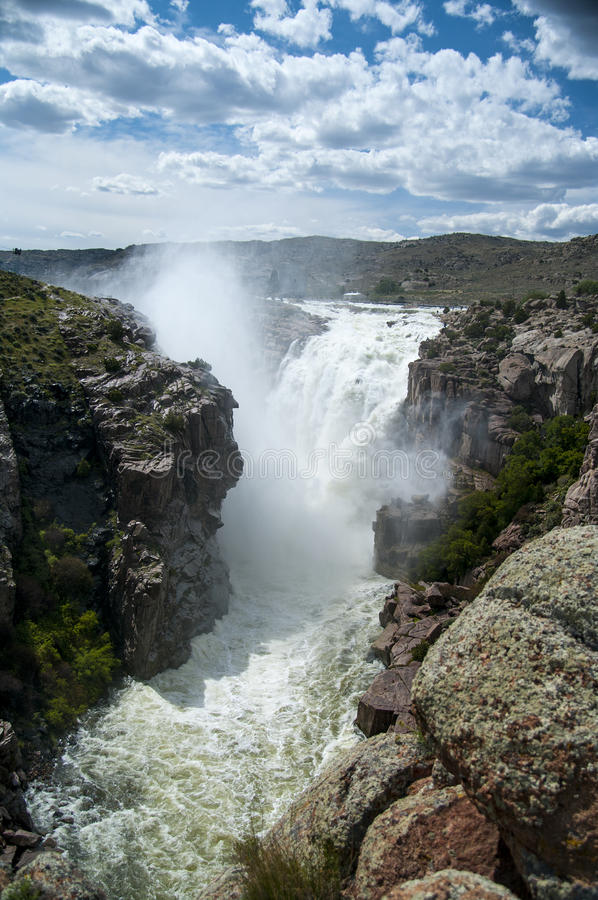 Водосброс резервуара следопыта над пропускать стоковая фотография rf