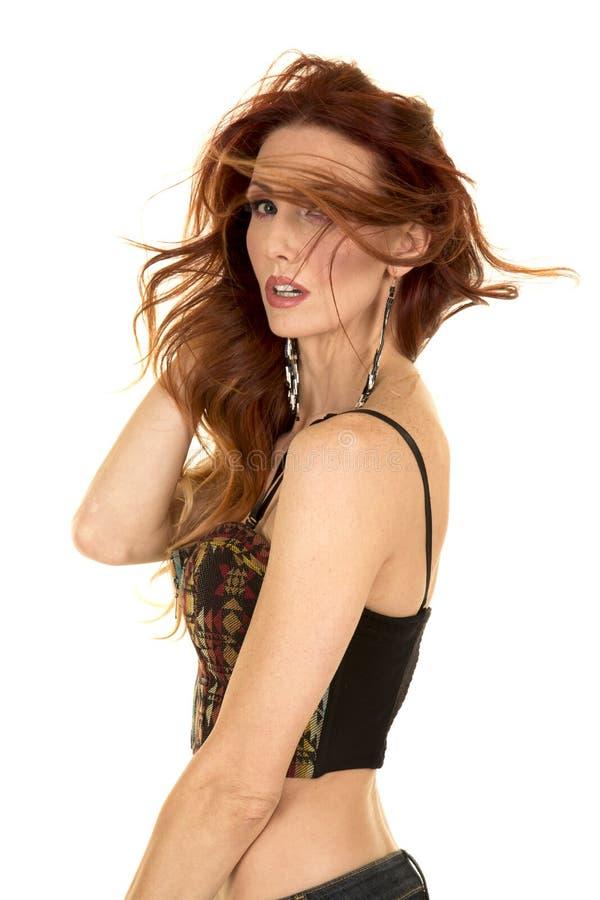 Волосы женщины красные дуя в верхней грани стоковое изображение