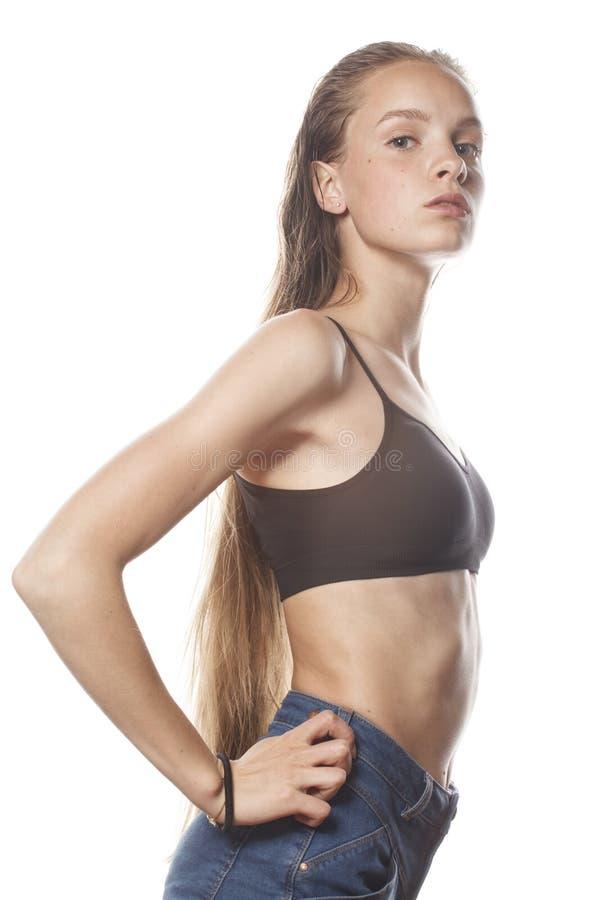 Волосы молодой привлекательной женщины влажные длинные после разминки стоковая фотография rf