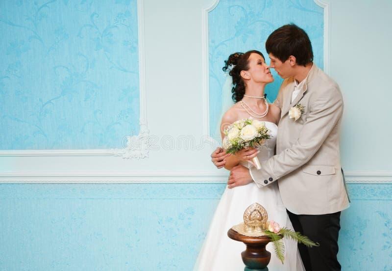 во первых замужество поцелуя стоковое фото