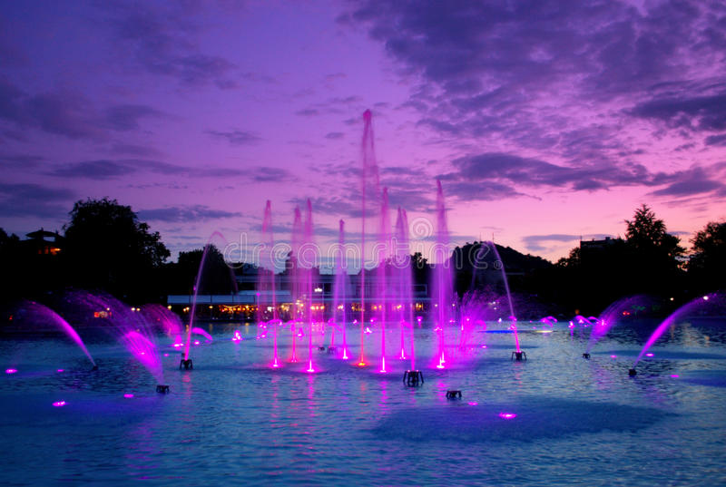 Волшебные фонтаны вечера, Пловдив стоковое изображение rf