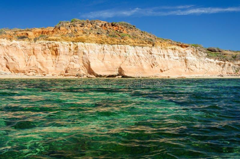 Воды бирюзы на ` Emeraudes Baie d стоковые фотографии rf