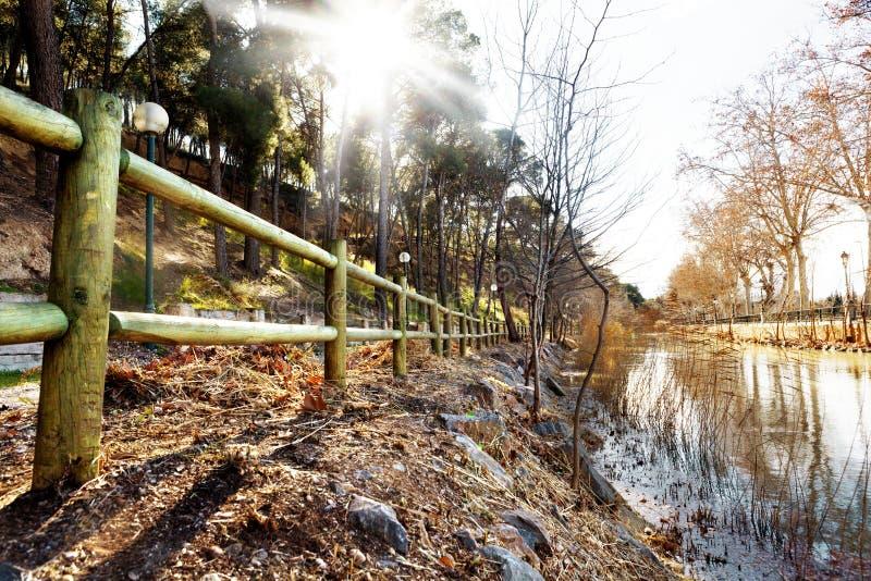 Водяной канал и заход солнца парка стоковое фото