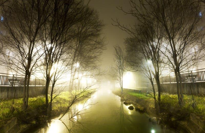 Водяной канал на ноче стоковые изображения