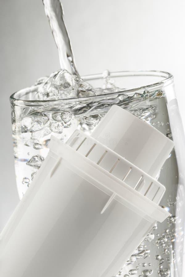 Водяной фильтр и стекло стоковая фотография rf