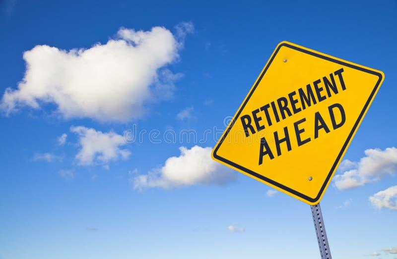 вперед дорожный знак выхода на пенсию стоковое изображение