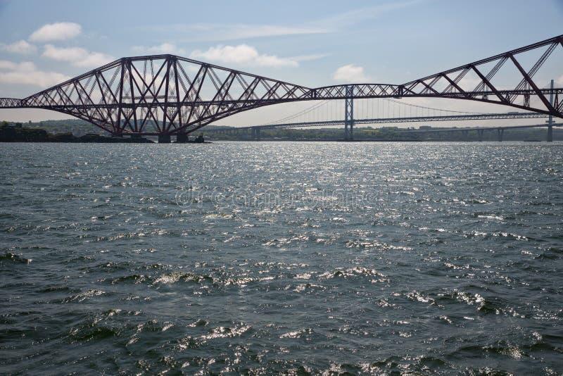 Вперед железнодорожный мост над лиманом вперед около Эдинбурга, Шотландии стоковые фото