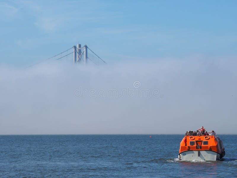 Вперед мост дороги над лиманом вперед внутри Эдинбурга стоковые фотографии rf