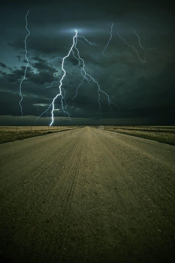 вперед шторм молнии бесплатная иллюстрация