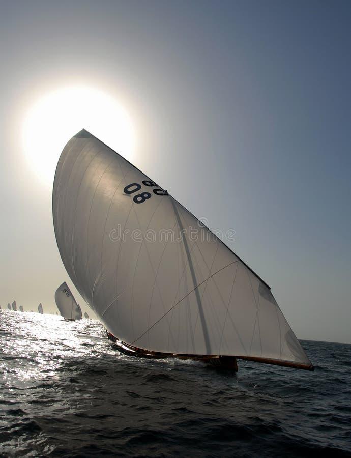 вперед sailing остальных стоковые фотографии rf