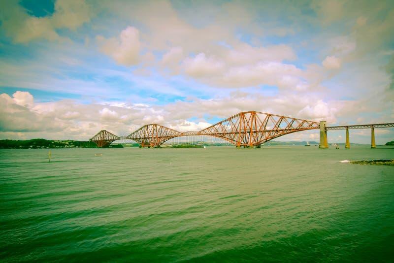Вперед железнодорожный мост около Эдинбурга, стоковые фотографии rf