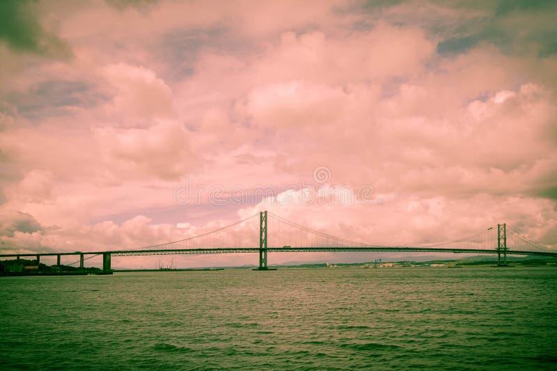 Вперед и мост дороги стоковые изображения