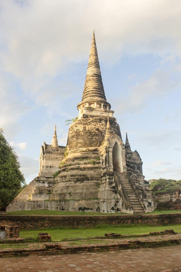 Впечатляющее Chedi виска Wat Phra Si Sanphet в Ayutthaya около Бангкока, Таиланда стоковые изображения rf