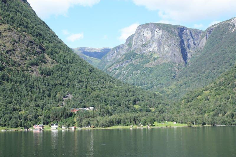 Впечатляющий фьорд Nærøyfjord в Норвегии Скандинавии стоковые изображения rf