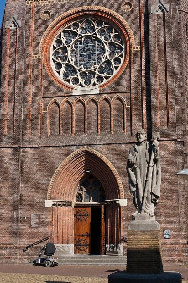 Впечатляющий фронт собора стоковое изображение