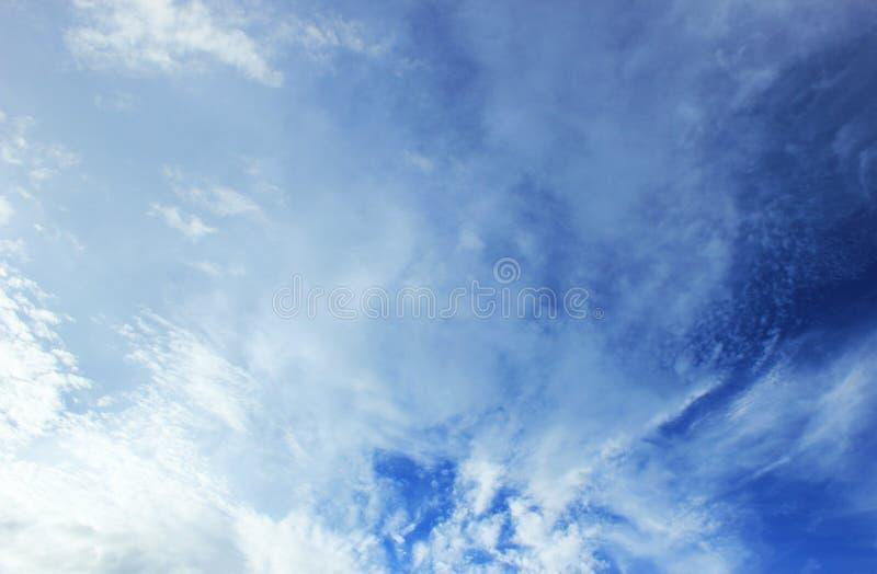 Вполне облака стоковая фотография
