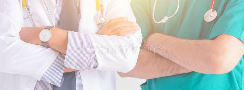 Врачуйте людей обслуживаний здравоохранения людей больницы знамя профессиональных широкое горизонтальное стоковые изображения
