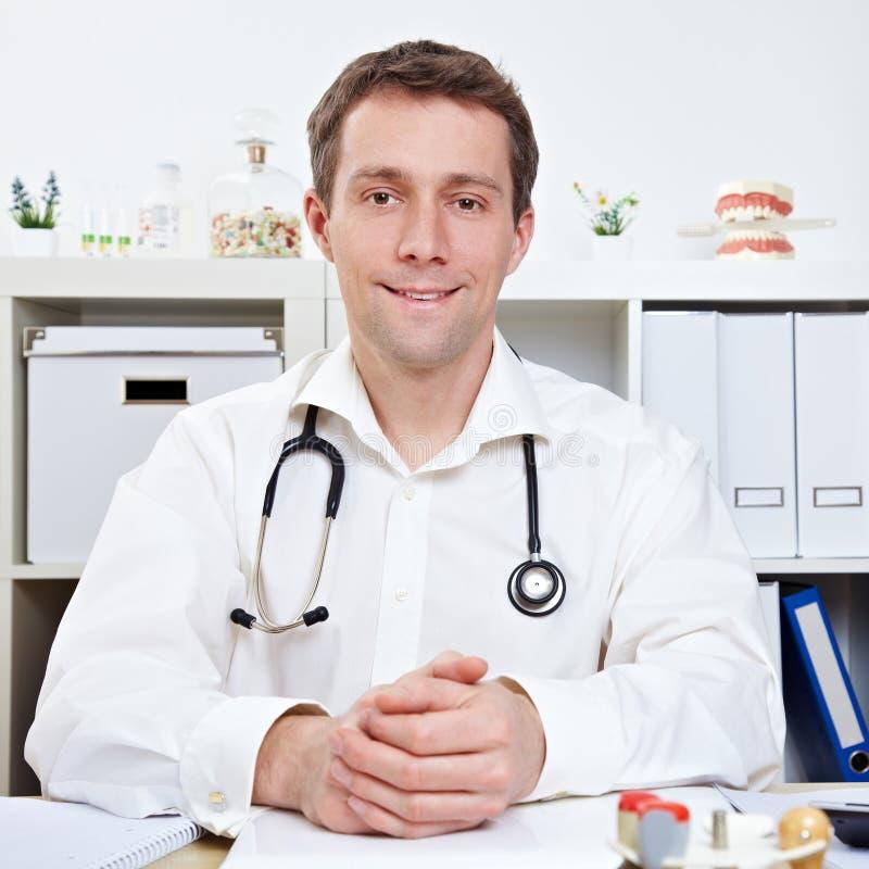 врач часа консультации стоковые изображения rf