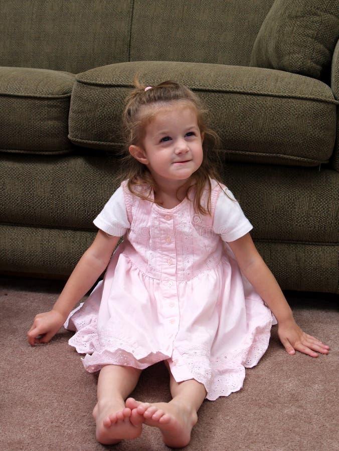 Времени маленькая девочка вне стоковые изображения