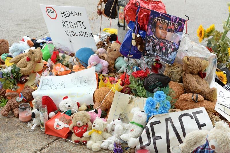 Временный мемориал для Майкл Брайна в Ferguson MO стоковое изображение rf