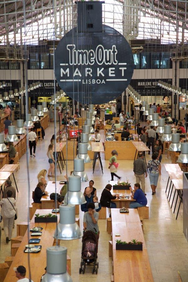 Время вне выходит Лиссабон вышед на рынок на рынок Португалию стоковая фотография rf