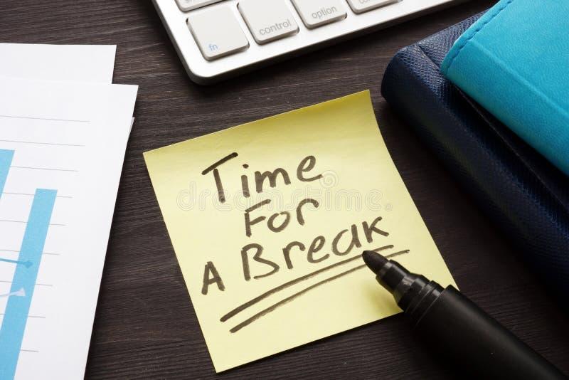Время для пролома Таблица офиса с бумагами Перегружанная концепция стоковое изображение rf