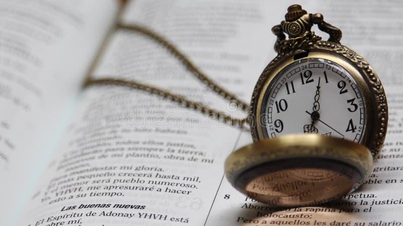 Время к Священному Писанию стоковые фотографии rf