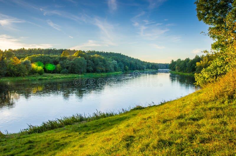 Время ландшафта реки весной стоковая фотография