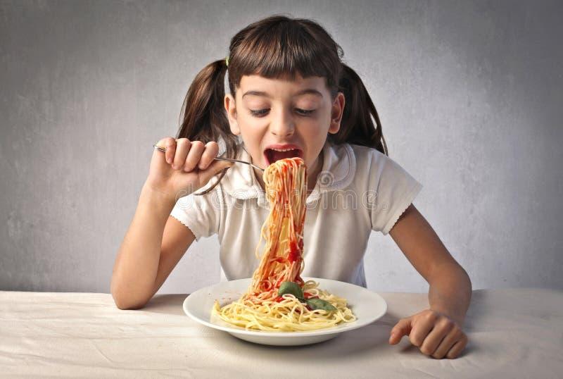 Голодная девочка картинка