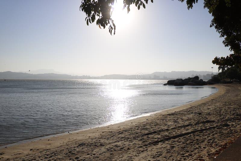Время пляжа в Florianopolis стоковое фото